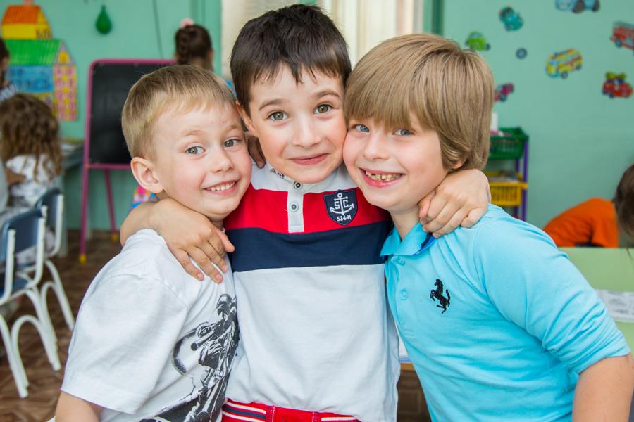 Сюжетная фотосъемка в детском саду. Фото с друзьями.